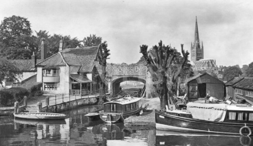 Pulls Ferry (1920)