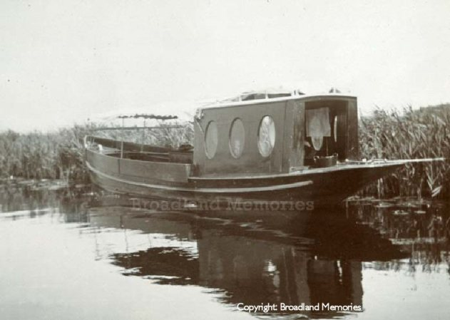 Breydon Water (Houseboat - Broadland Memories)