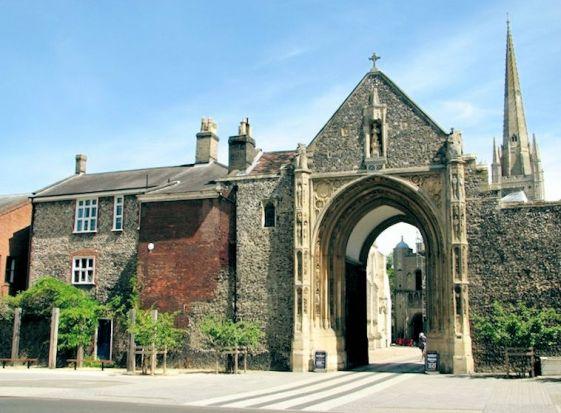 Agincourt (Erpingham Gate)1