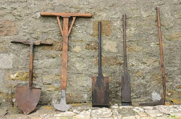 Peat Cutting (Hand Tools)