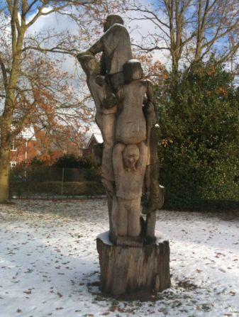 Battle_of_North_Walsham (modern_sculptue)7