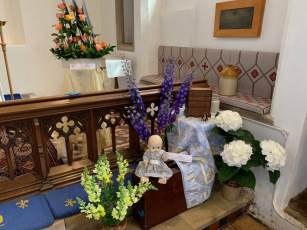 WroxhamChurch (Flowers)9