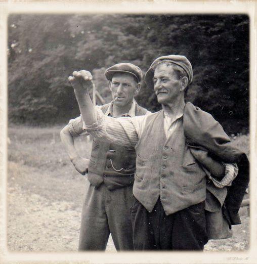 5_Bob & Jimmy Sutton examining head of barley2