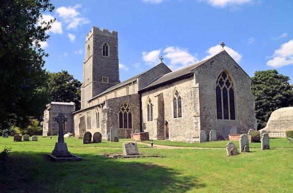 Sharing Churchyards (South Walsham_St Marys)2