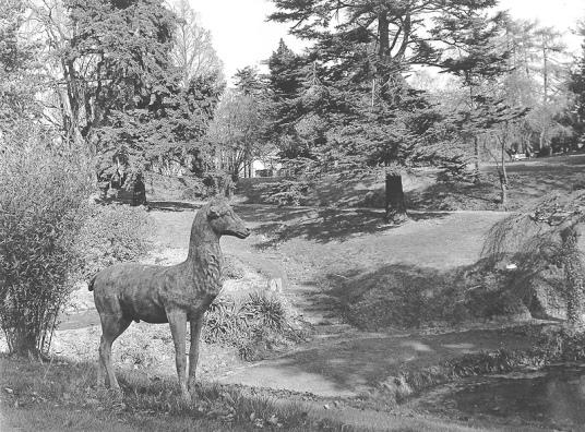 Brundall Gardens (Stone Hart_James Mayhew)