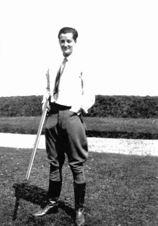 Sylvia Warner (Valentine Ackland at Winterton 1928_© The Sylvia Townsend Warner Society 2020)