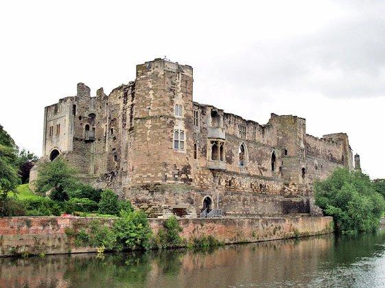 King John (Newark_Castle,_2008_David Ingham)