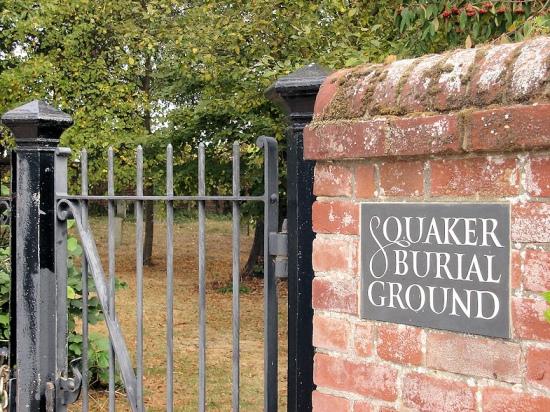 1280px-Gildencroft_Quaker_Cemetery